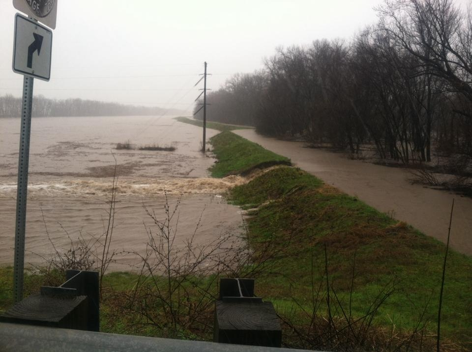 Reports of Levee breaks on Kaskaskia River, but Route 51 and 40 both still open-pic included