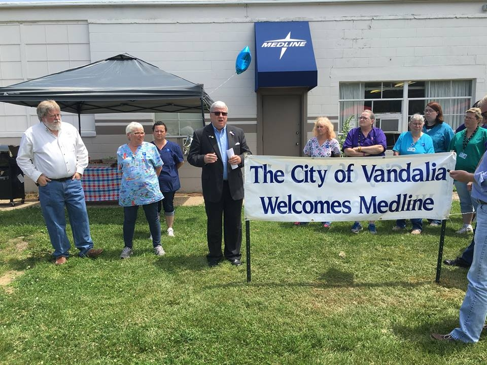 Medline holds Ribbon Cutting, celebrates one year in Vandalia