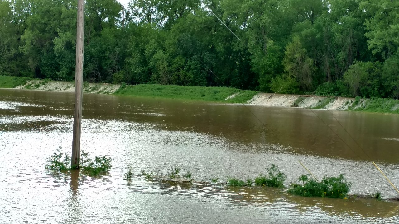 Kaskaskia River in Vandalia level falling, but will go back up later in the week