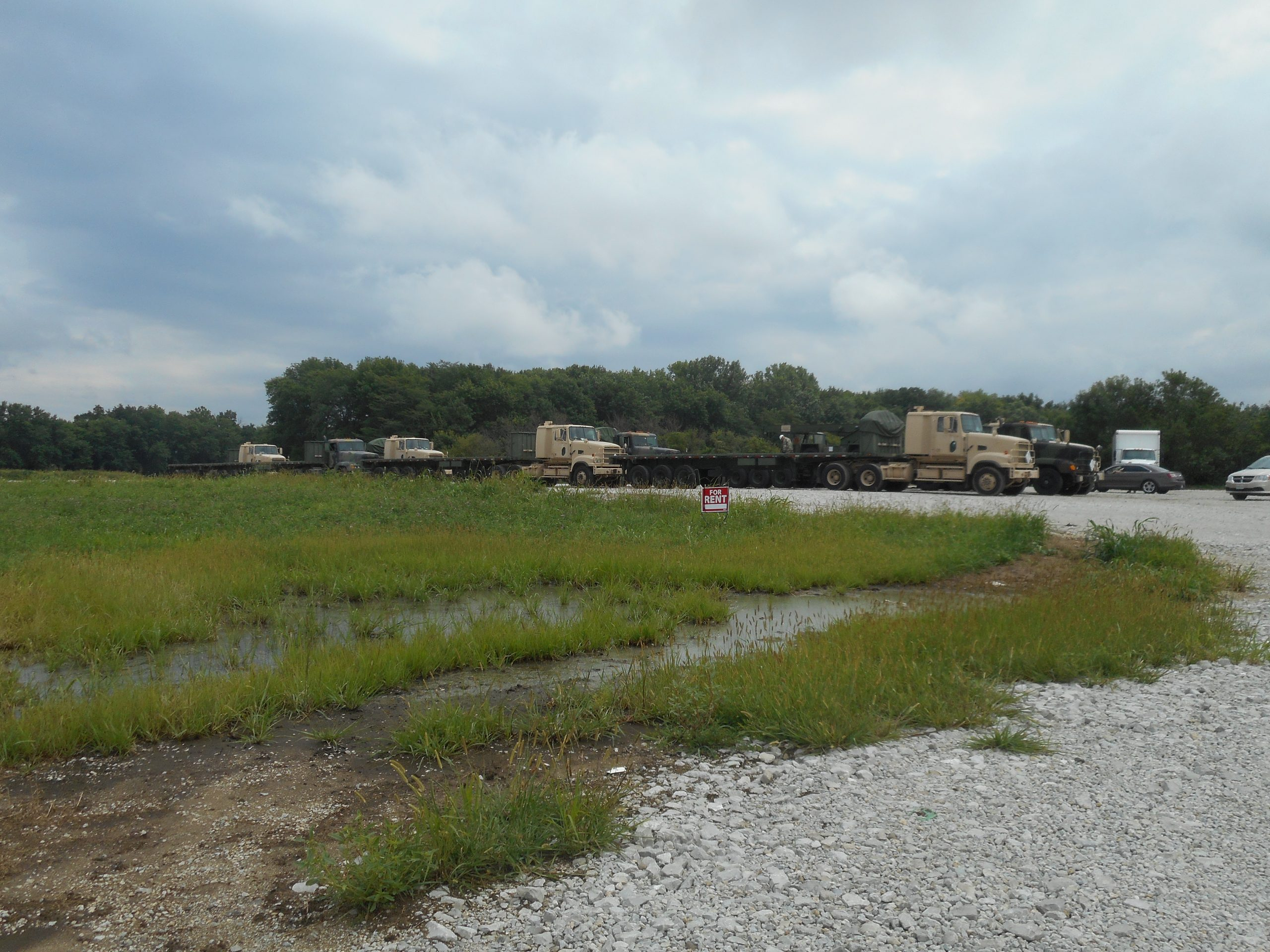 Looks to be Federal/Military Vehicles in Vandalia, but no threats to the area