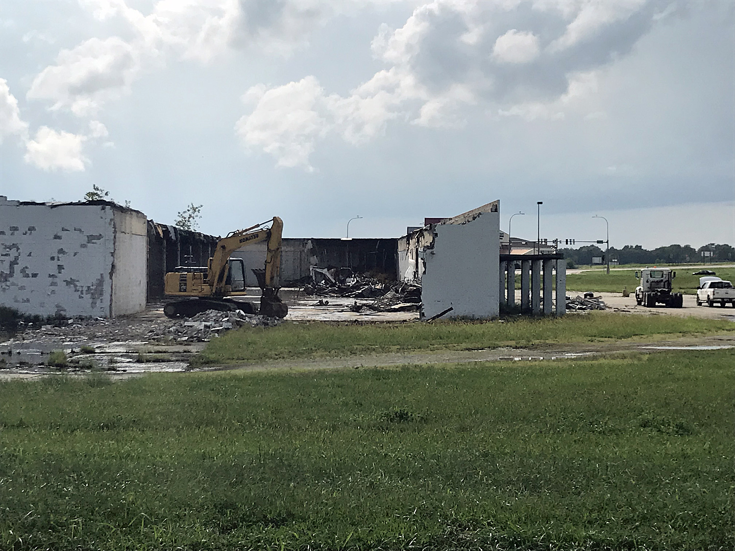 Demolition ongoing on former Vandalia Wal-Mart building
