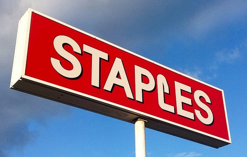 Mattoon Staples to Close