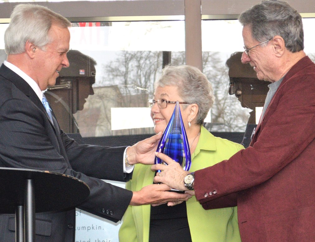 EIU recognizes scholarship recipients, applauds donors at annual Tribute event