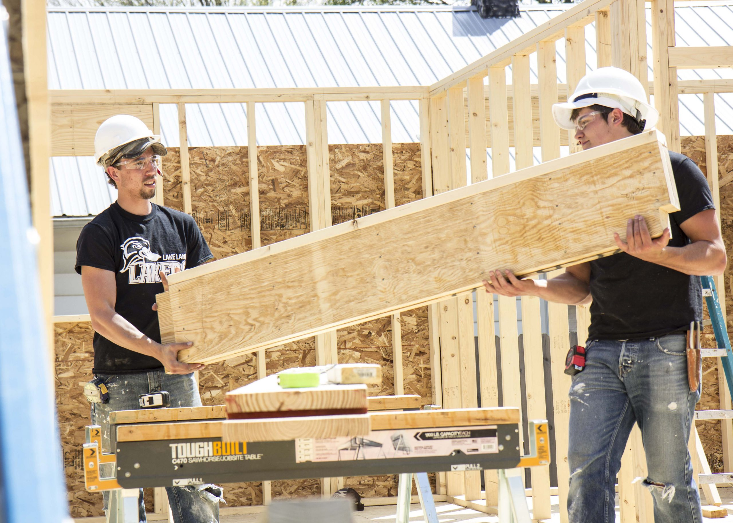 Lake Land College Students assist in Habitat for Humanity build