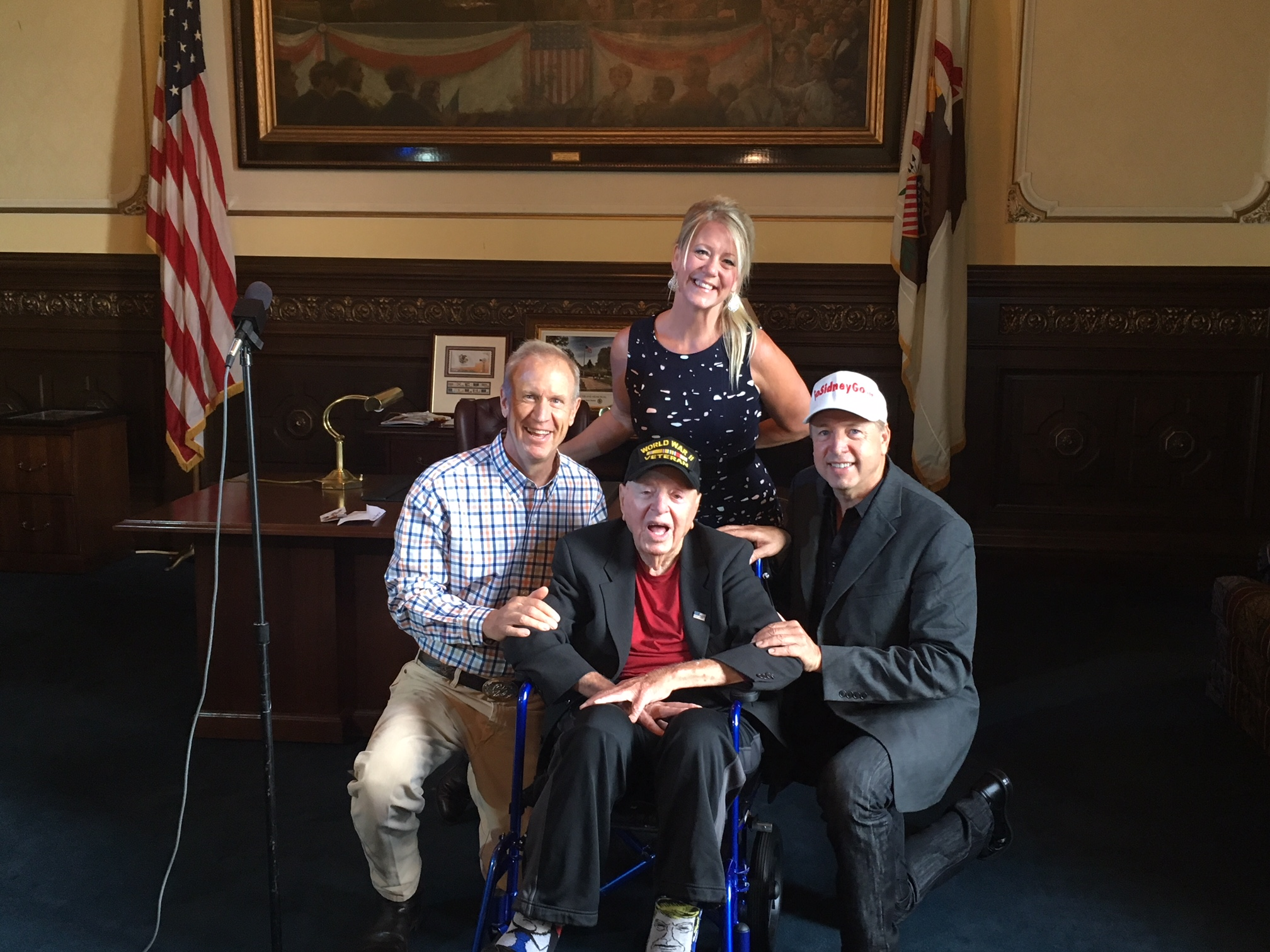 Gov. Rauner meets one of oldest living WWII veterans