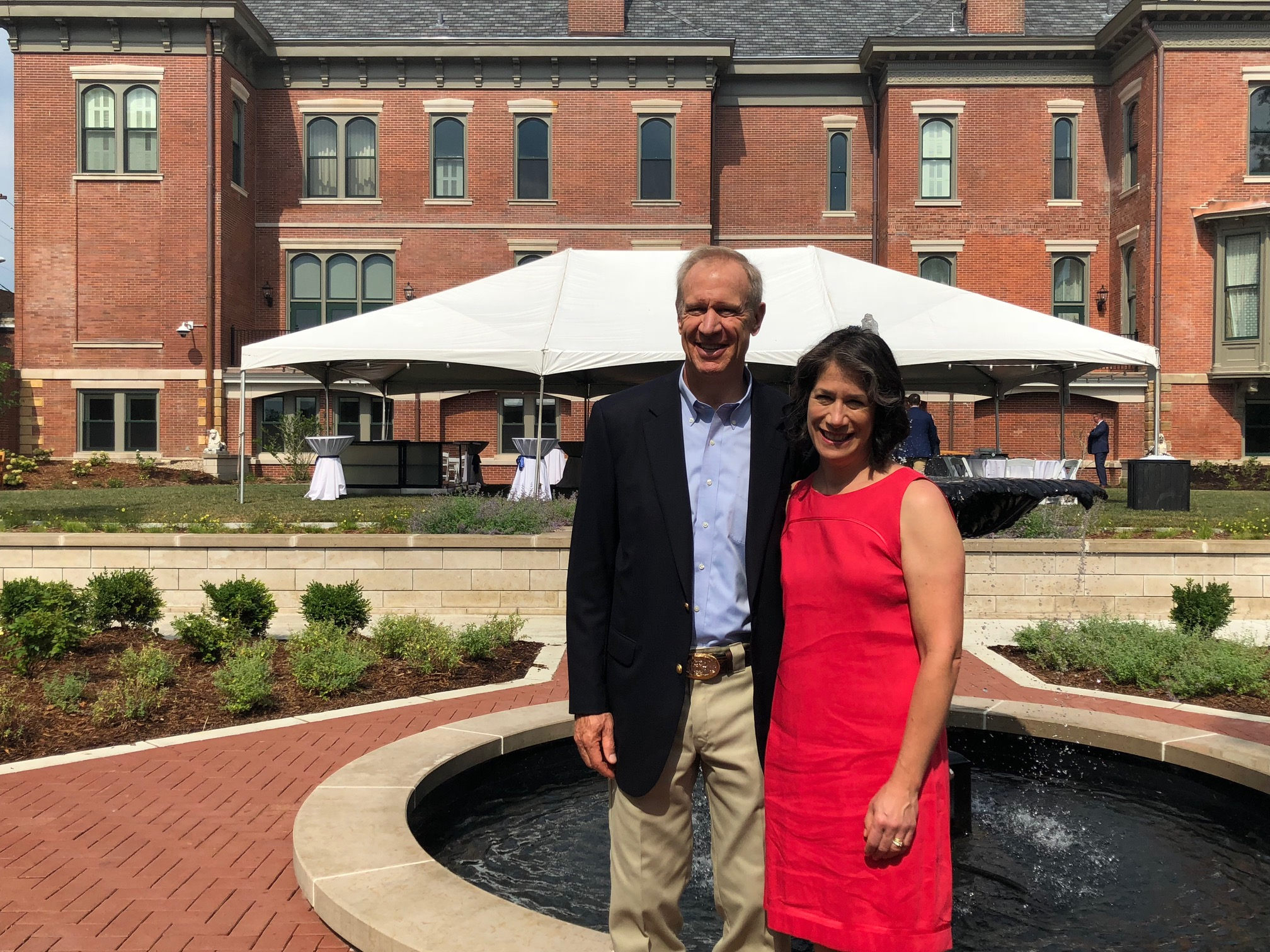 Governor, First Lady welcome public as Illinois Governor's Mansion reopens