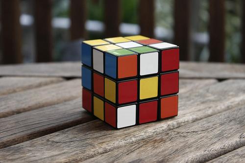 Teen Solves Six Rubik's Cubes Underwater In One Breath