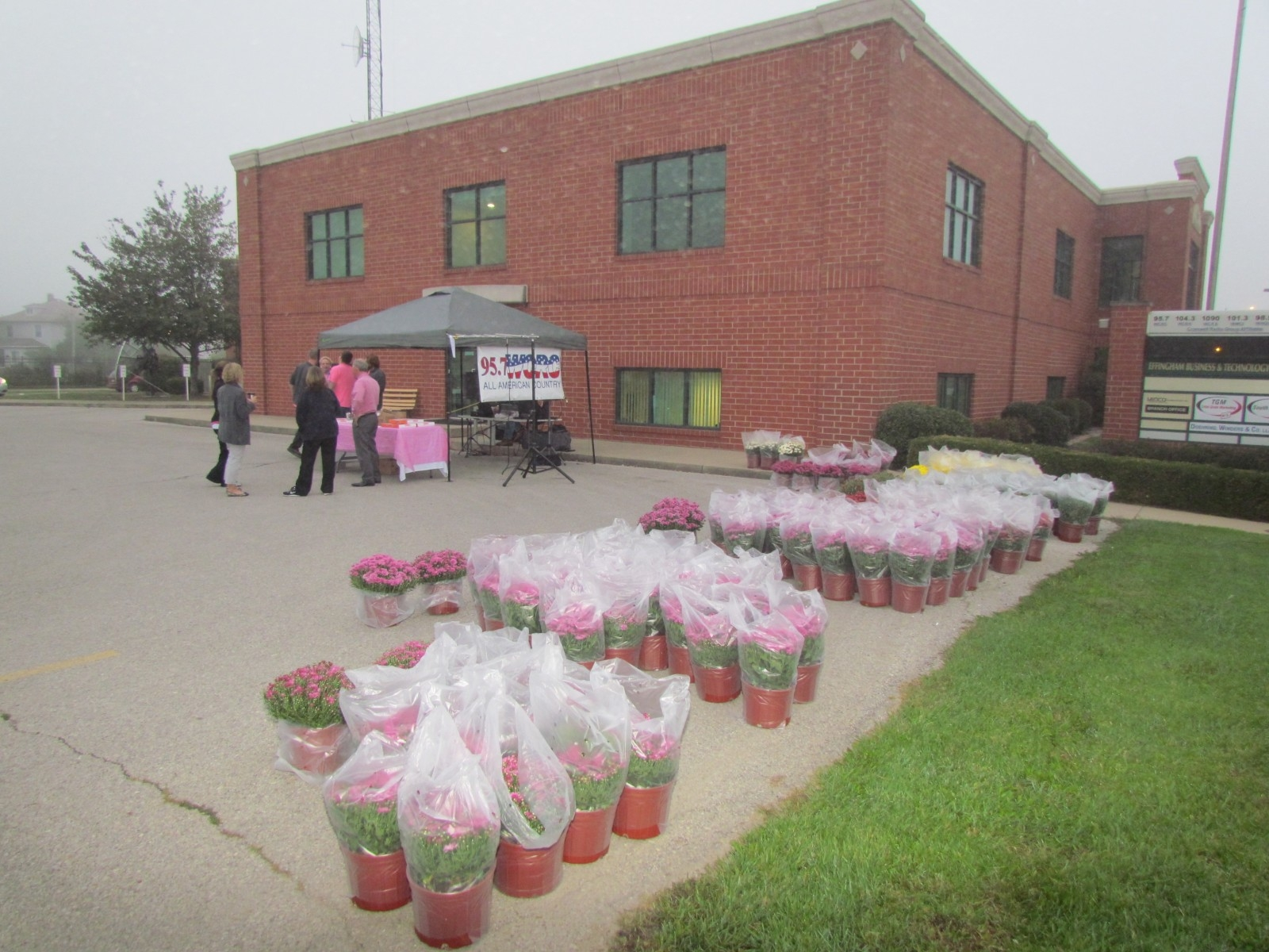 Effingham Radio To Raise Funds for Breast Cancer Awareness with Annual 'Mums for Moms' Event