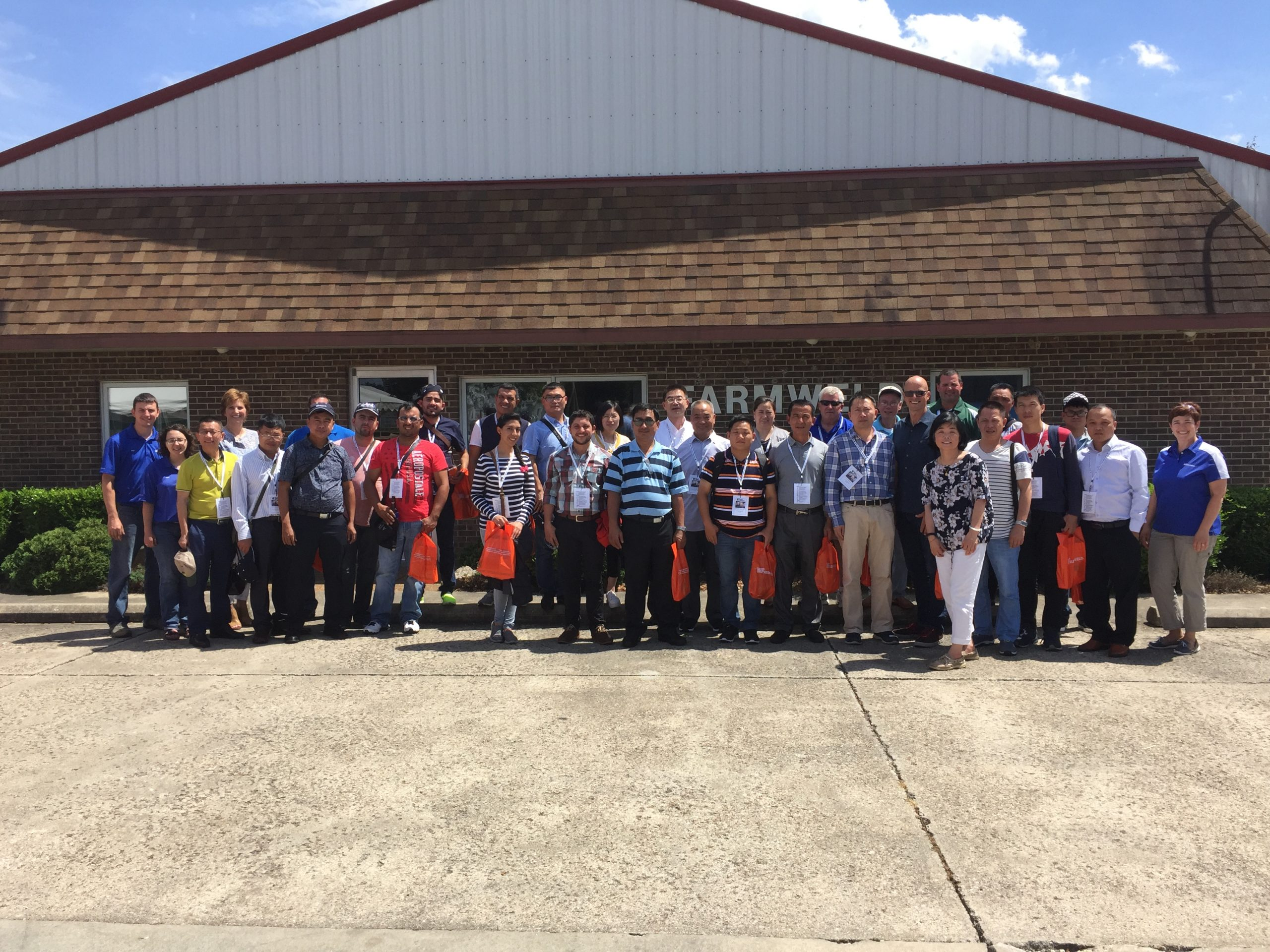 Farmweld Hosts International Pork Producers and Veterinarians in Illinois Department of Agriculture Tour