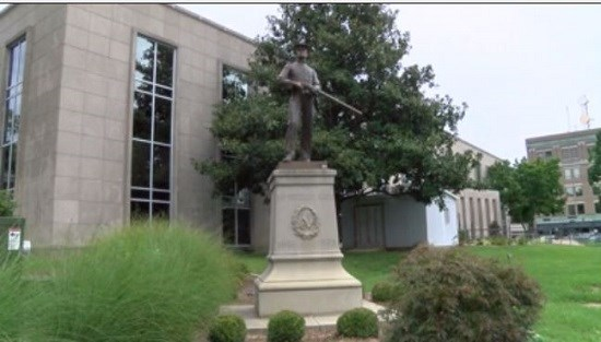 WFIE: Confederate Monument to stay outside Daviess Co. Courthouse after violent weekend in Charlottesville