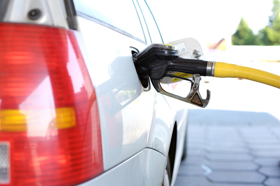 Kentucky Gas Prices Fall, National Average Continues to Climb