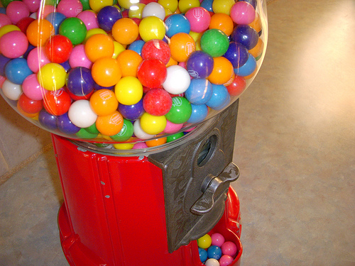 A Criminal Comically Struggles to Steal a Gumball Machine . . . and Doesn't Even Notice the Box of Cash Next to It