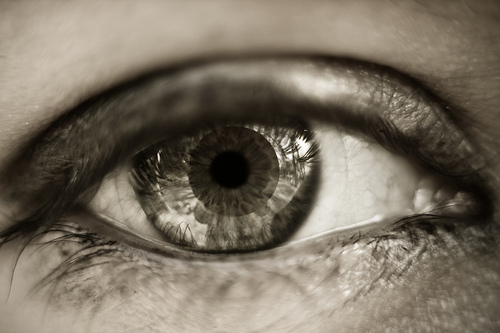 A Contact Lens That Shoots Laser Beams From Your Eyes Now Exists