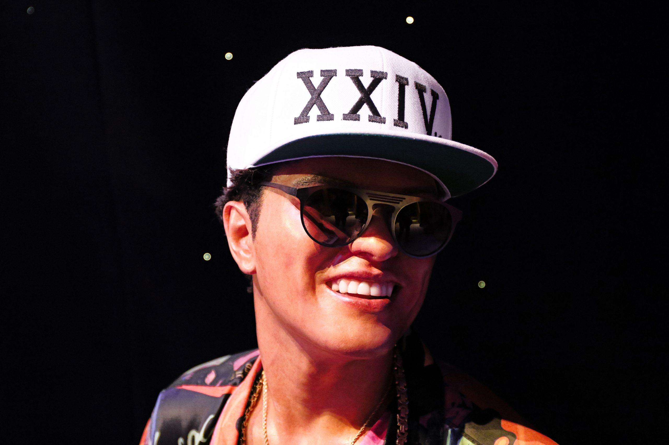 Bruno Mars to buy 24,000 Thanksgiving Dinners