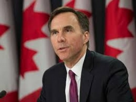 Finance Minister Morneau talks pipelines, NAFTA during Liberal Party caucus meeting in Saskatoon