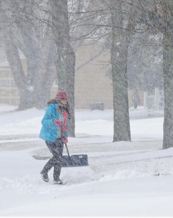 Spring snowstorm lashes Regina and southern Saskatchewan