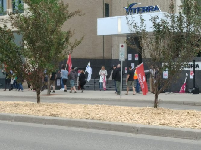 CUPE workers protest in front of Viterra head office