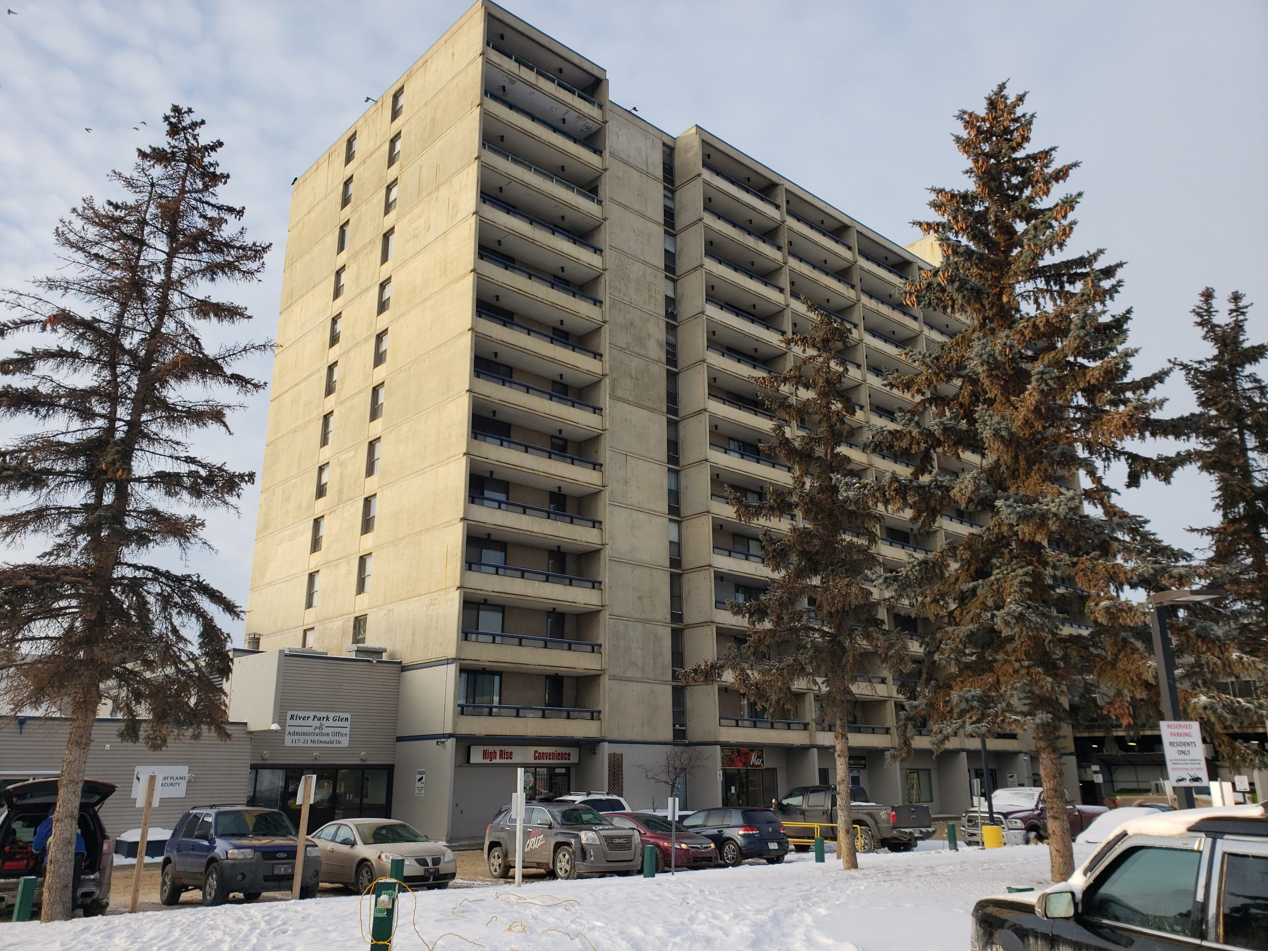 'Like A Horror Movie': Cockroach Infestation Driving Tenants From Syncrude Towers