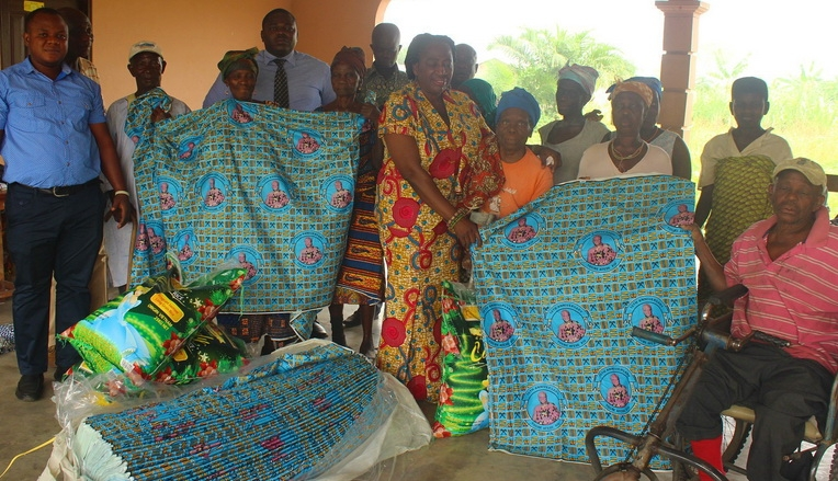 Togbe Afede gives to cured lepers of Ho