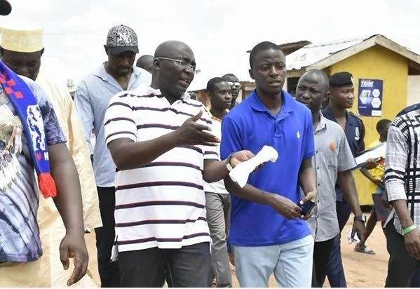 Video:Dr Bawumia in tears as he buries aide on Saturday