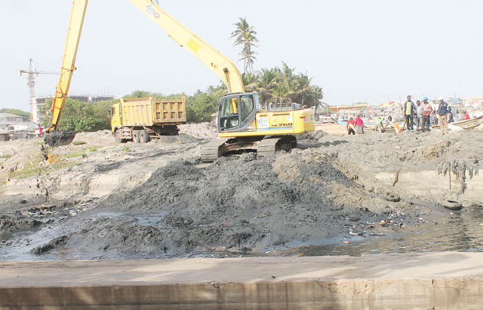 RCC, AMA, Dredge Masters initiate massive de-silting of drains in Accra ahead of rains