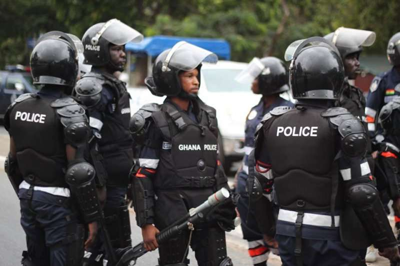 5 suspected robbers dead in crossfire with police