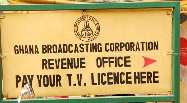 Kumasi residents queue to pay TV license fees