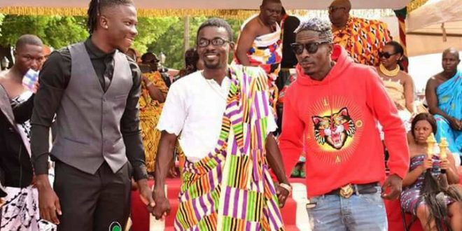 Shatta Wale and Stonebwoy smokes the peace pipe at Manhyia Palace