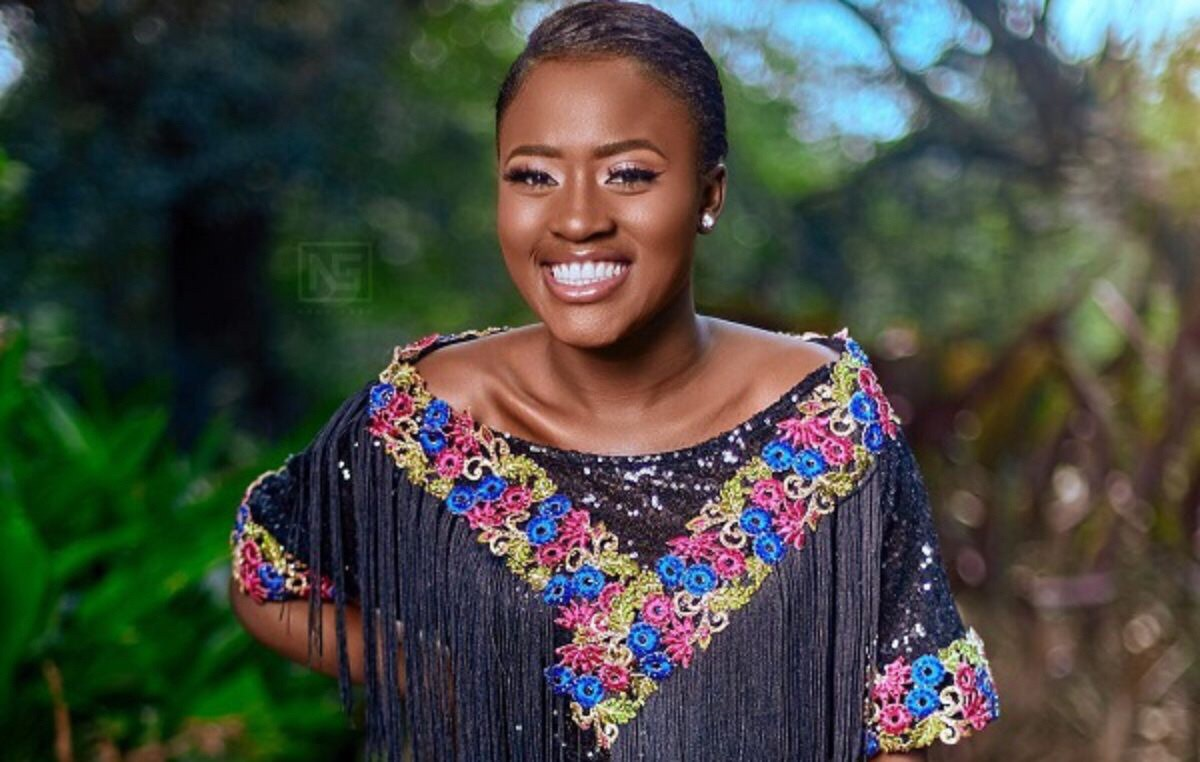 Video: Fella Makafui releases a new sports car with plate (FELLA 1-18)