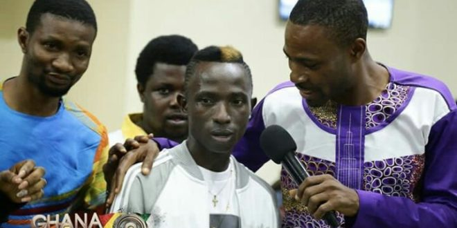 Photos: Patapaa get heroic welcome when he arrived from France