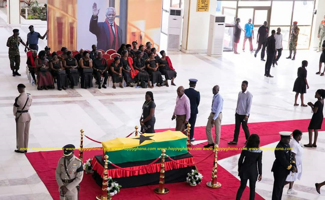 PHOTOS: Kofi Annan's casket covered up as 'sign of his modesty' – Hadzide