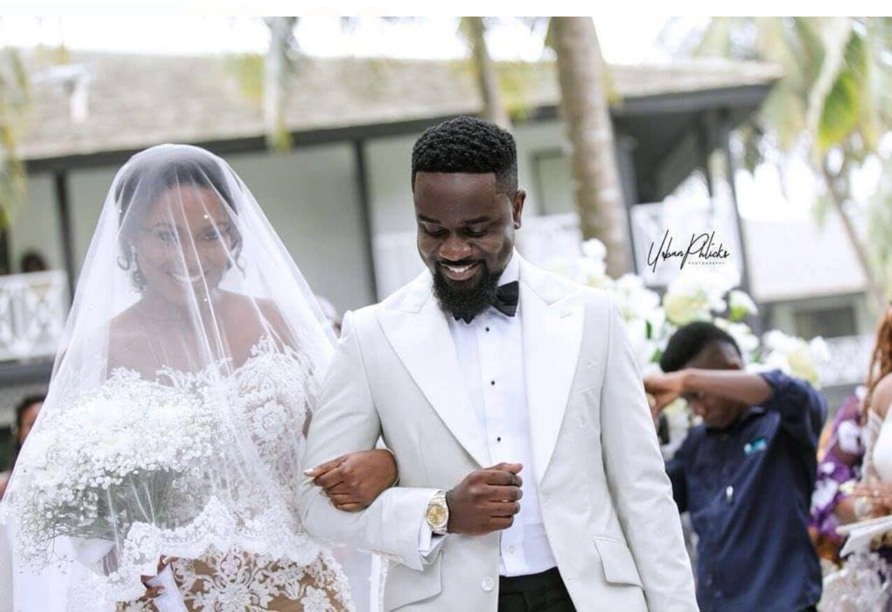 Marriage is not for everyone – Sarkodie jabs Shatta Wale critics