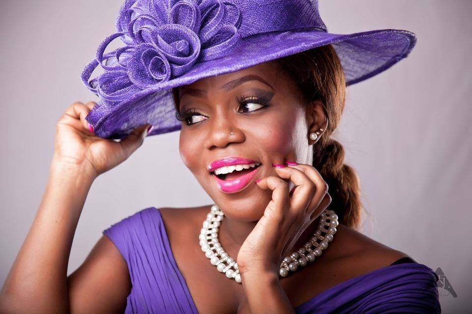 VIDEO: Fan Throws Egg at MzBel in Belgium - MzBel Reacts