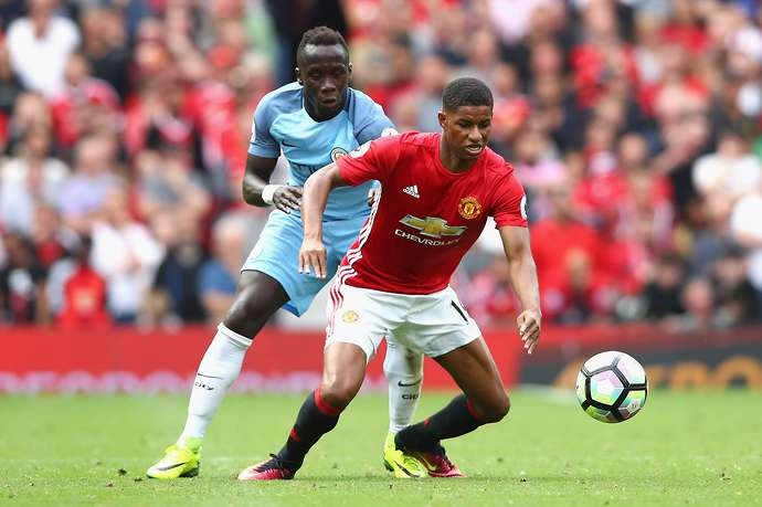 Manchester United players had a 'blazing row' at half-time of Manchester derby