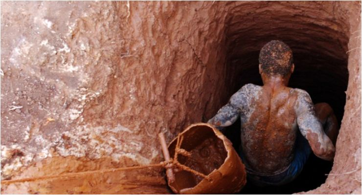 22 trapped illegal miners given mass burial