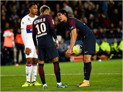 Neymar, Cavani argue over penalty as PSG