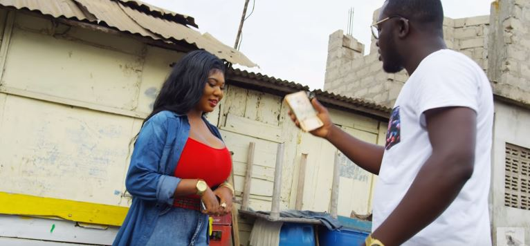 "Kontihene premieres video for ""Di"" (Esaa Na Asa)"