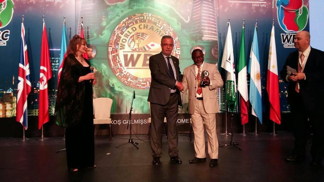 Azumah Nelson Receives WBC Champion Award