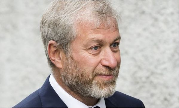 "Chelsea owner Roman Abramovich has ""withdrawn"" his application for a UK visa"