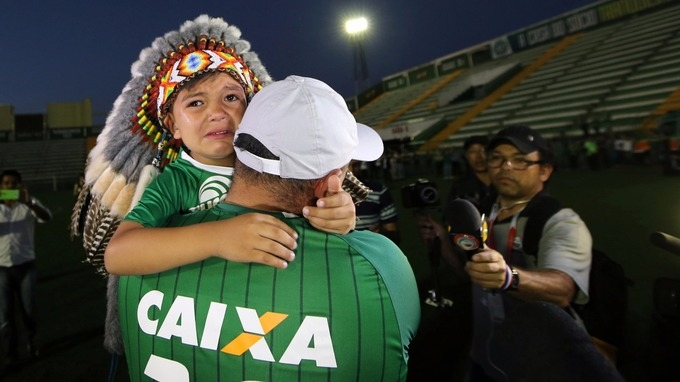 Football world mourns Chapecoense players killed in plane crash