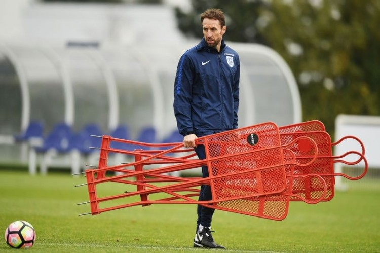 Gareth Southgate to be offered England job on four-year deal