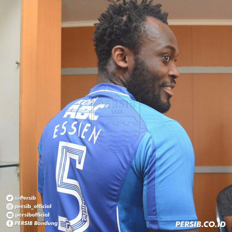 VIDEO: Watch Michael Essien chase an opponent for smashing ball at him