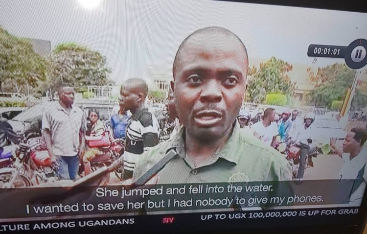 Man watches woman drown because he had no one to help him hold his phones