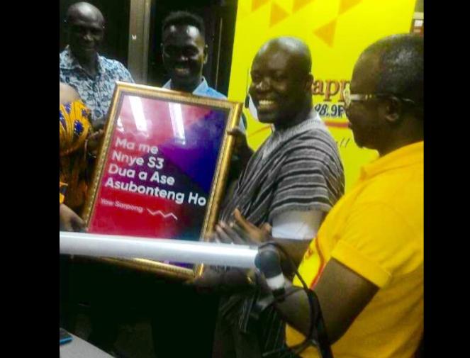 Legendary Gospel Musician Yaw Sarpong Honours Happy FM's Nyansa Boakwa