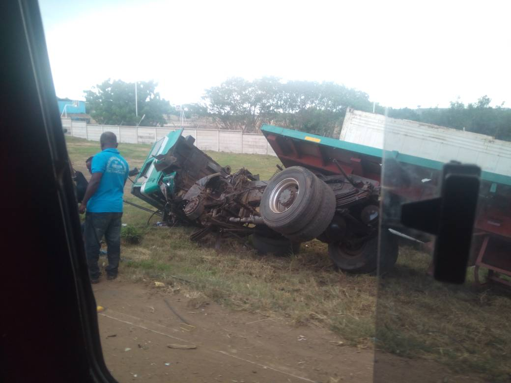 Taxi driver causes truck to over turn on Accra-Tema beach road
