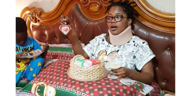 PHOTOS: Mzbel cries as NPP delegation assist her after motor accident, accuses NDC of neglect