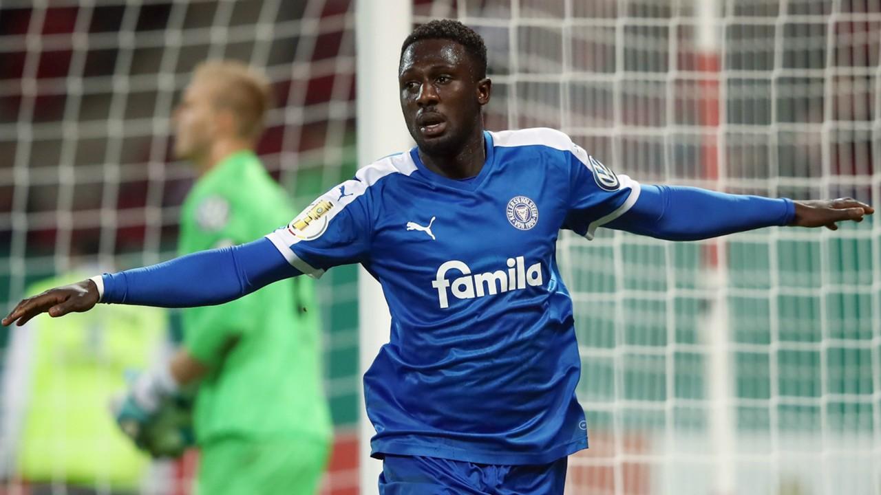 German side SV Hamburg eye Kingsley Schindler signing