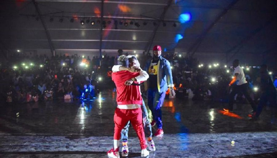 Wizkid introduces 'brother' Shatta Wale onto Ghana meets Naija stage