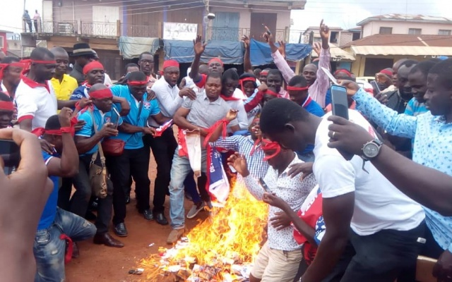 VIDEO: NPP serial callers burn own phones to protest poor treatment