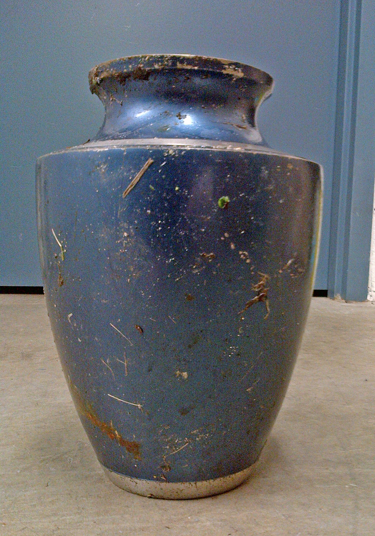 Urn found in Sidney and police looking for owner